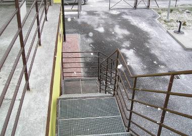 Schody i barierki zabezpieczające